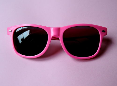 Hippe Sonnenbrille in neon-pink